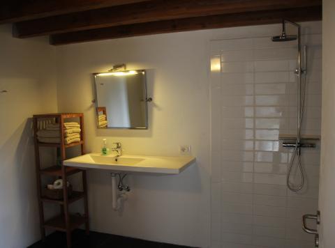 Badeværelset til soveværelse i øverste nordlige hjørne af huset