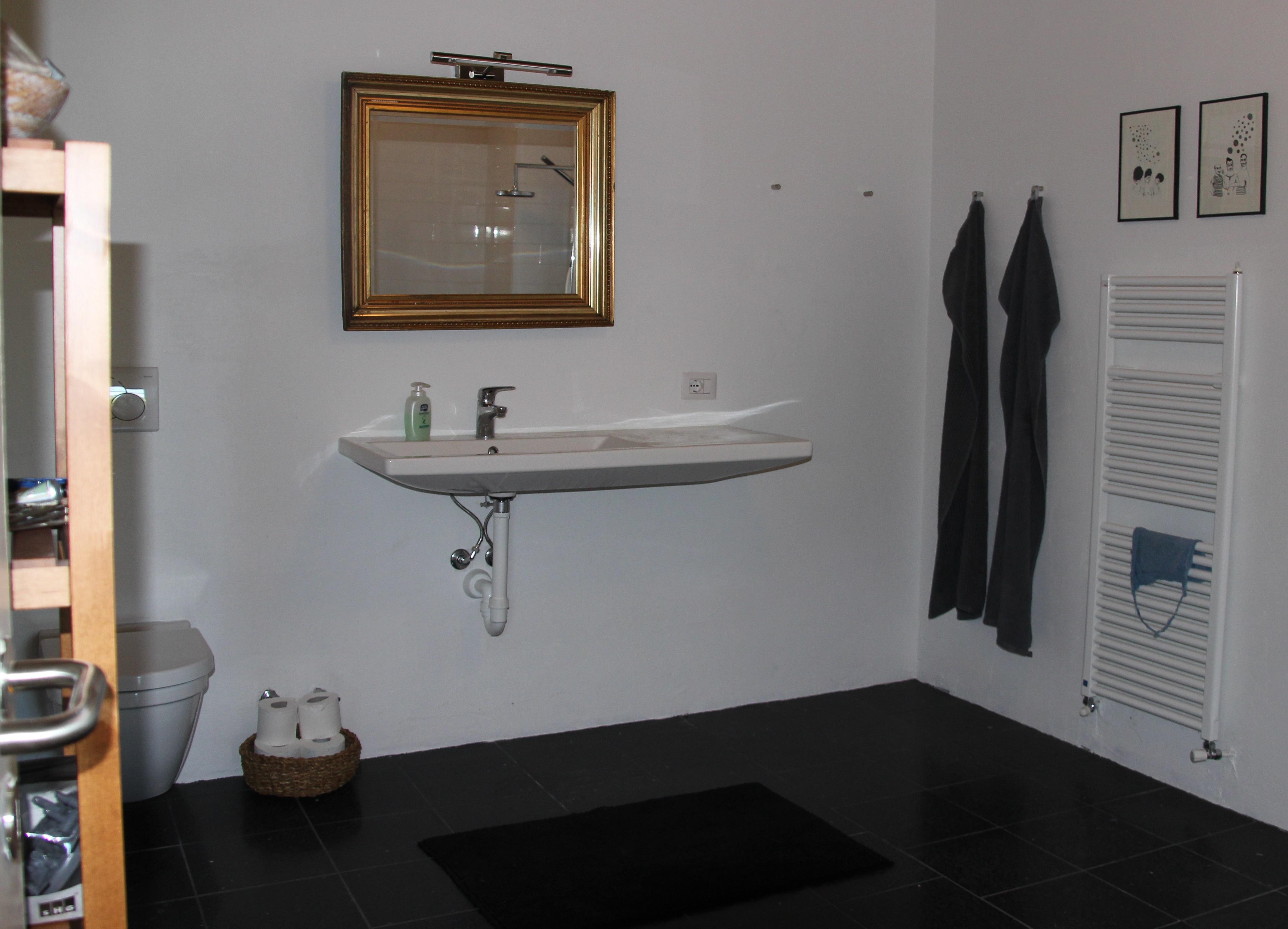 Badeværelset til soveværelse i øverste sydlige hjørne af huset