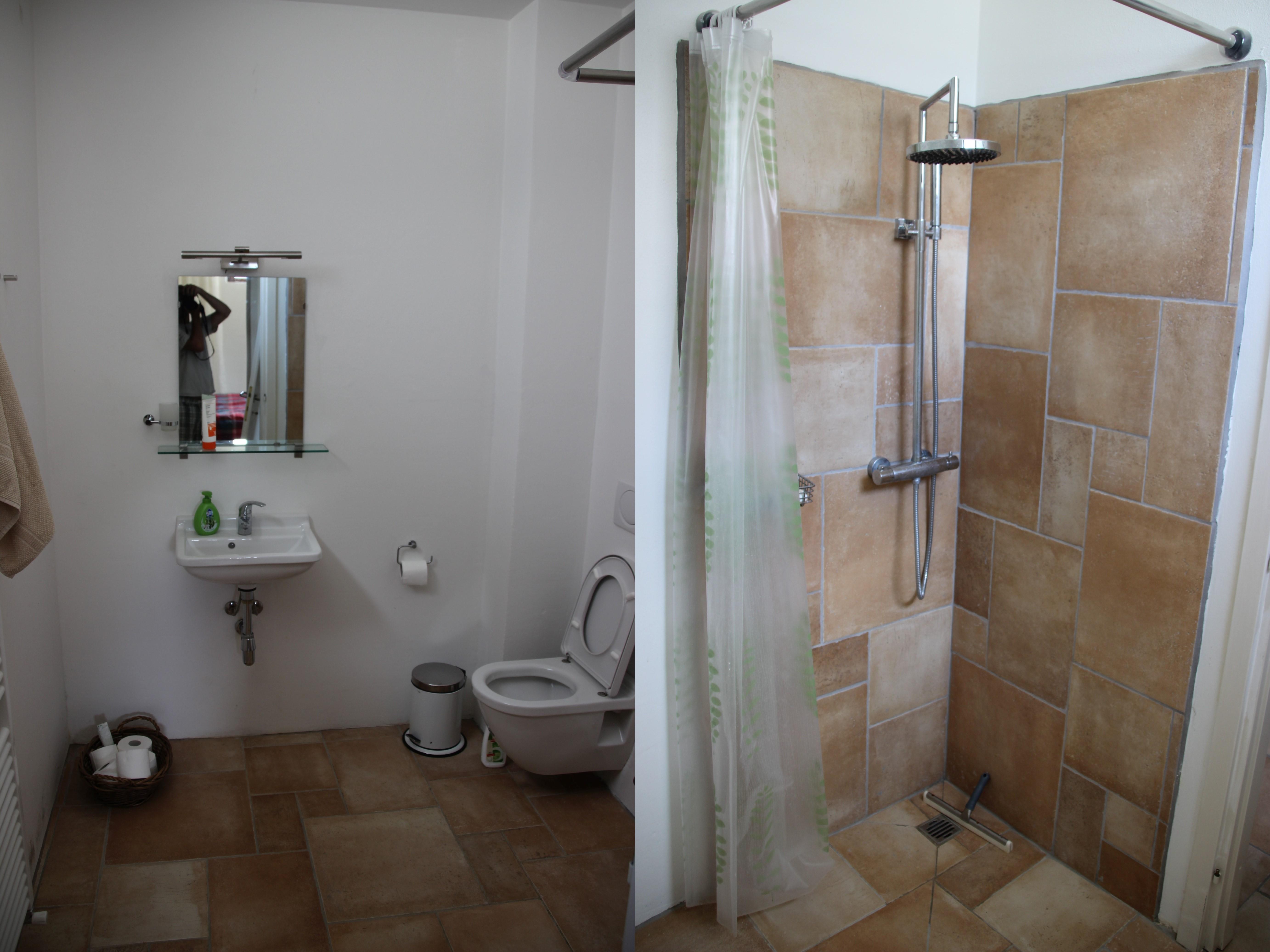 Badeværelset til soveværelse i nederste sydlige hjørne af huset